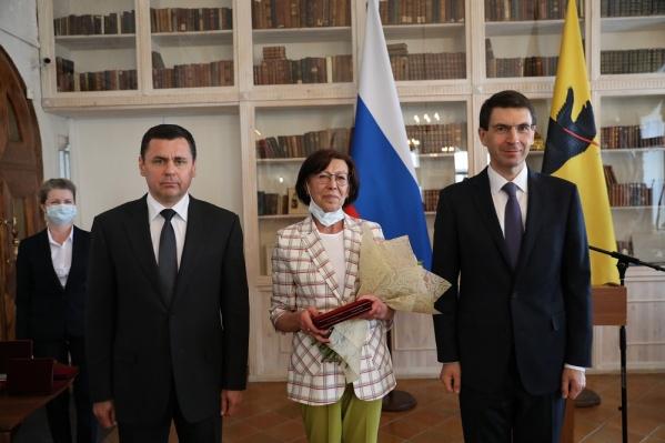Медицинской сестре 2-й клинической больницы Екатерине Куделиной вручили медаль Луки Крымского