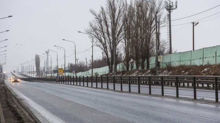 В Волгоградской области затруднено движение по трассе на Саратов