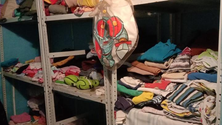 «Смогли одеть несколько семей»: в Ярославле волонтеры создали склад вещей для нуждающихся