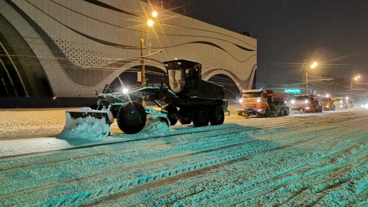 NN.RU отвечает: как военные помогают властям справиться с последствиями снегопада