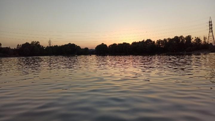 «Нужны люди с лодками». В Перми ищут 17-летнего парня, пропавшего во время купания