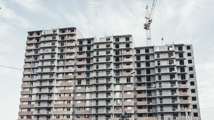 Два проблемных дома возле «Арены Омск» попали в список объектов для достройки