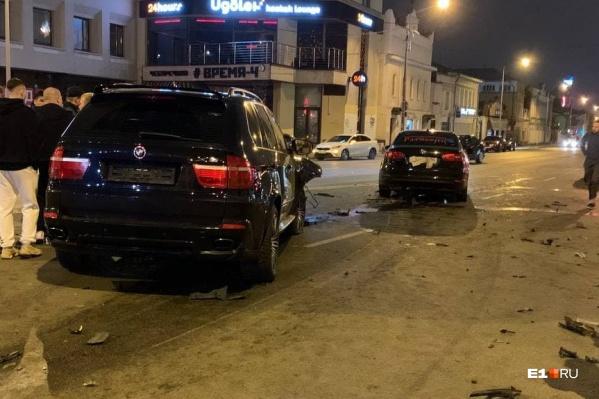 "Водитель Audi <a href=""https://www.e1.ru/text/incidents/2021/08/09/70068023/"" class=""_"" target=""_blank"">не пропустил встречные</a> BMW X5 и Volkswagen Jetta"