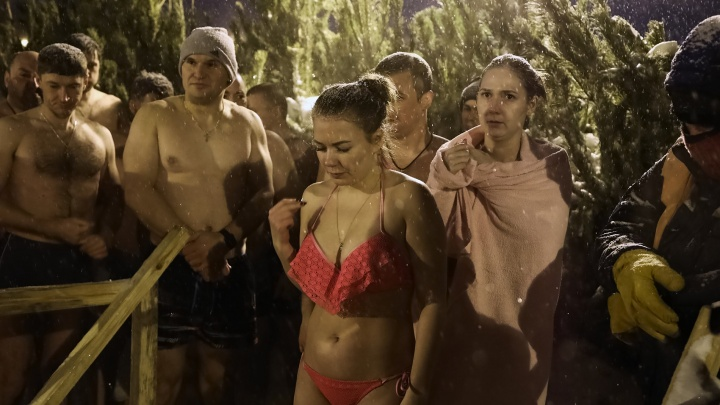 Парад бикини и тату: публикуем леденящие кровь фото с крещенской проруби