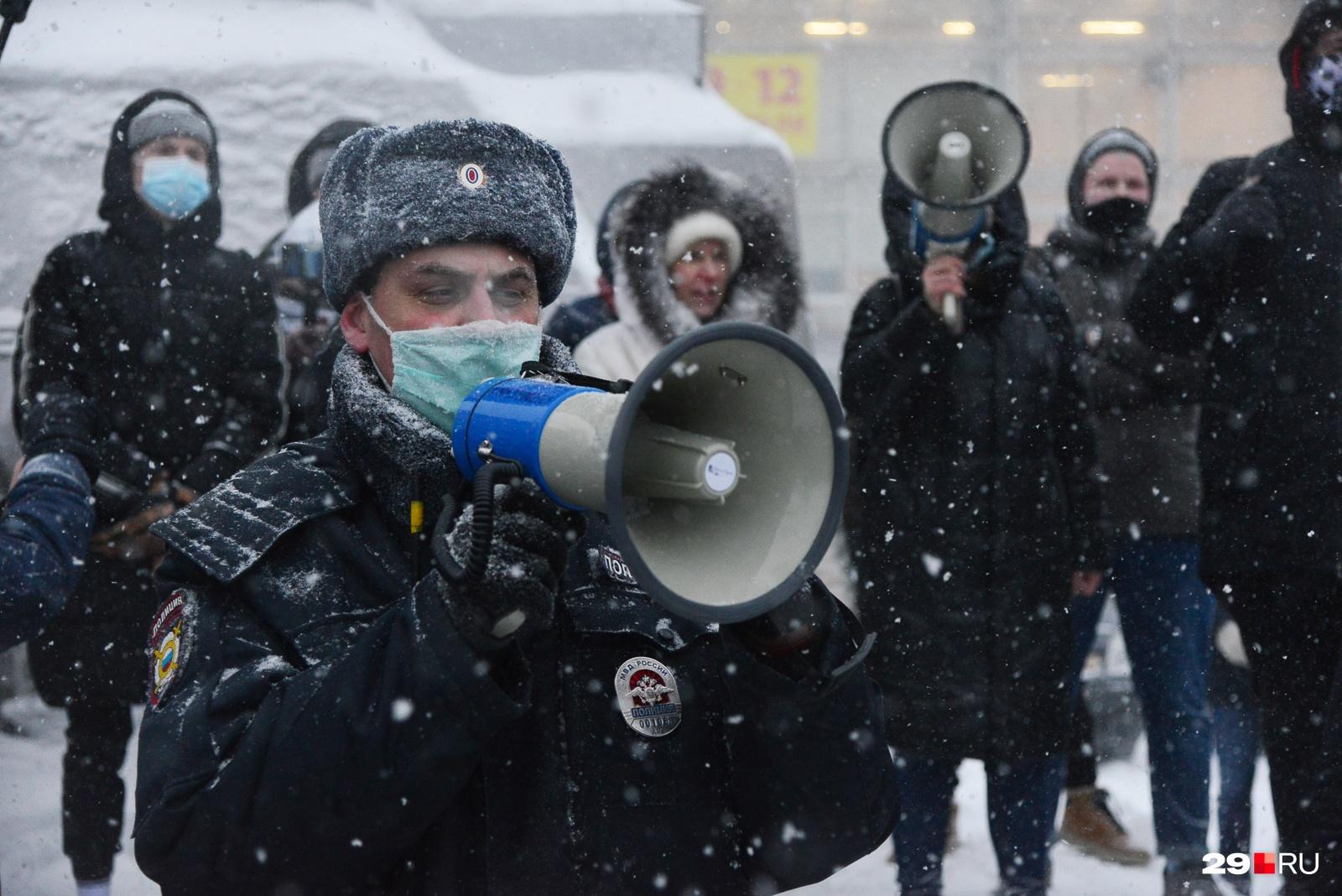 Соревнования в громкости: протестующие против полиции