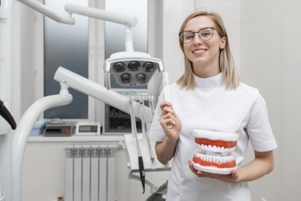Помимо отбеливания, вARCTIC SMILE помогут вылечить кариес, поменять несвежую пломбу, проведут комплексную процедуру профессиональной гигиены, проверят здоровье десен, победят чувствительность зубов