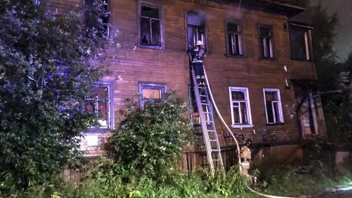 Ночью в Архангельске горел аварийный дом на проспекте Ломоносова