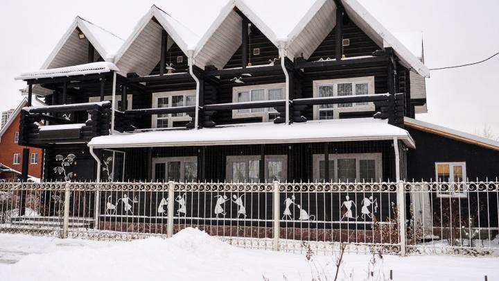 Две сотни жителей Уралмаша выступили в защиту квартала с роскошными домами