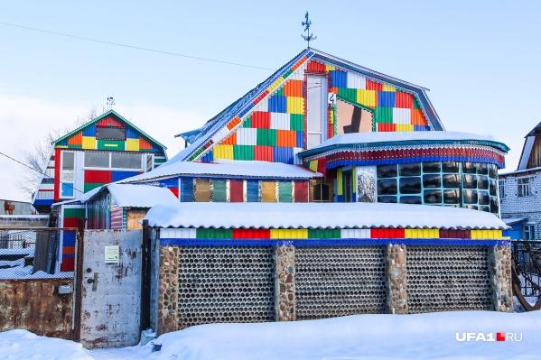 Вот такой чудо-дом радует глаз жителей Нижегородки