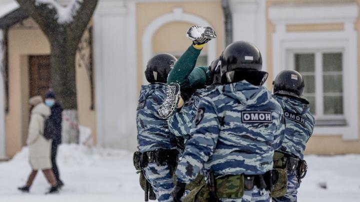 Депутат облдумы потребовал объяснений у полиции о массовых задержаниях ярославцев на митинге