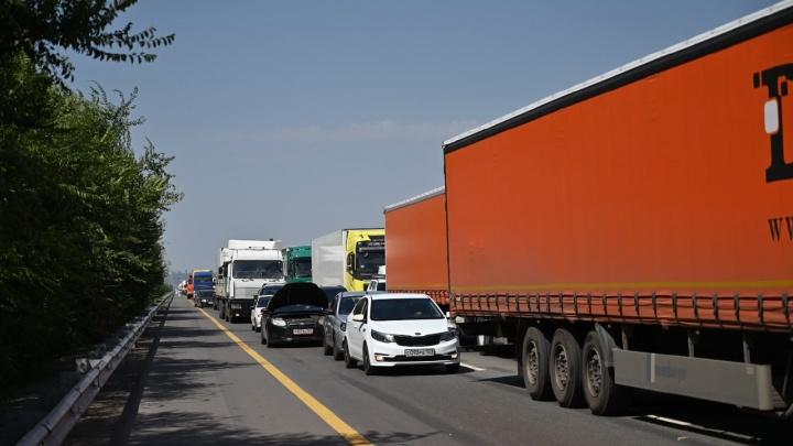 В Аксайском районе из-за массового ДТП на М-4 «Дон» возникла огромная пробка