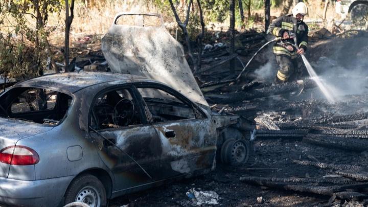 Ночью 20 августа под Волгоградом сгорели шесть автомобилей