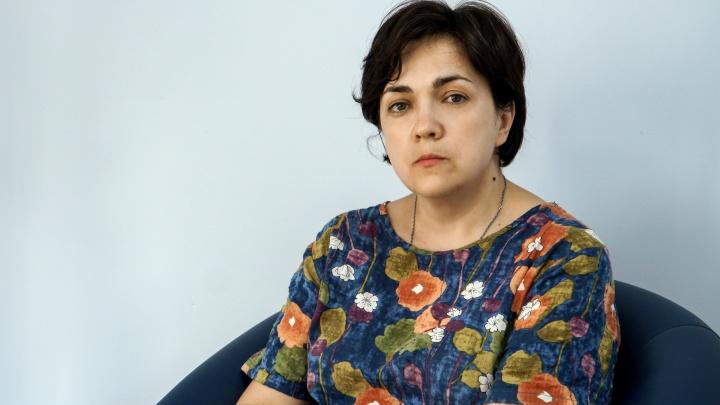 Уволенный директор Елена Моисеева ответила на обвинения Минобра в «текучке» кадров и снижении успеваемости