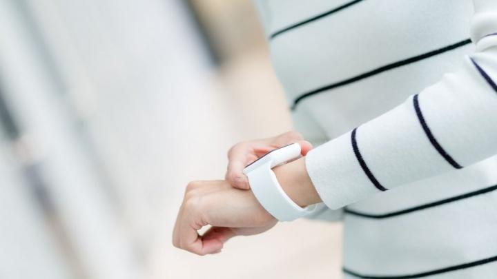К 1 сентября тюменцы покупают школьникам смарт-часы с функцией мониторинга и «большие» смартфоны