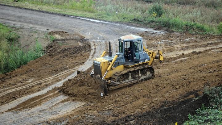 В Омской области за 800 миллионов рублей поднимут дорогу, которую регулярно подтапливает