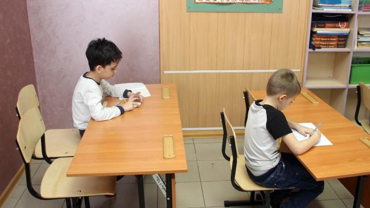 «Учитель не должен унижать и сравнивать»: омские мамы — о том, почему забрали своих детей из школы