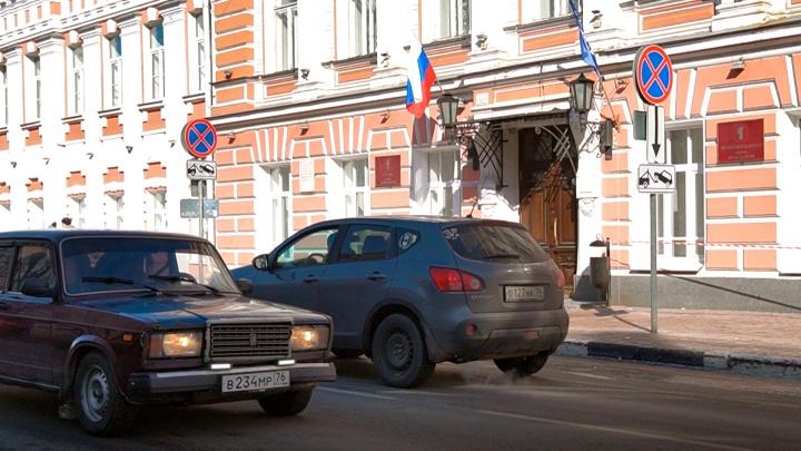 «Нагудели» на чиновников за плохую уборку: автомобилисты устроили акцию под окнами мэрии