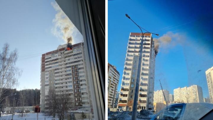 На Краснолесья из-за пожара эвакуировали жителей многоэтажки