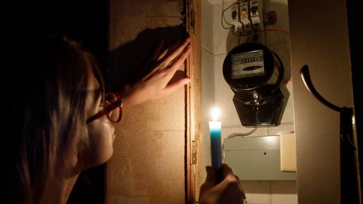 Сотни жителей Волгограда целый день замерзают без света и горячей воды