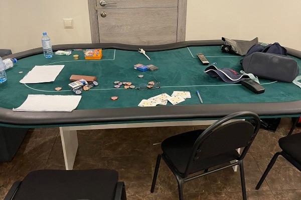 Доигрались: в Сургуте сотрудники СОБР накрыл подпольное казино. Смотрите видео операции