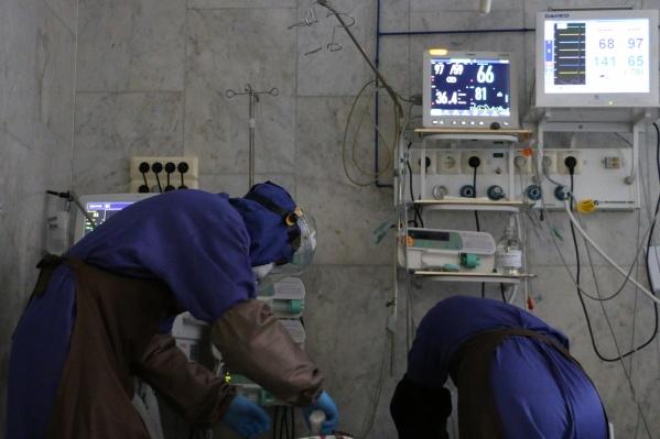 Медики умирают, исполняя трудовой долг в моногоспиталях