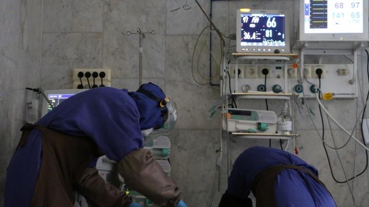 Шесть медиков умерли от коронавируса в Тюменской области