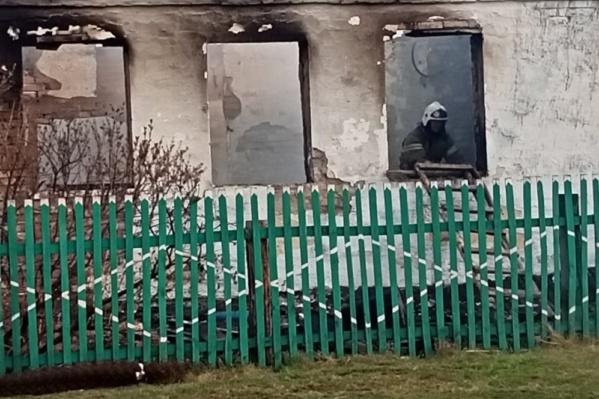 От некоторых домов остались только стены
