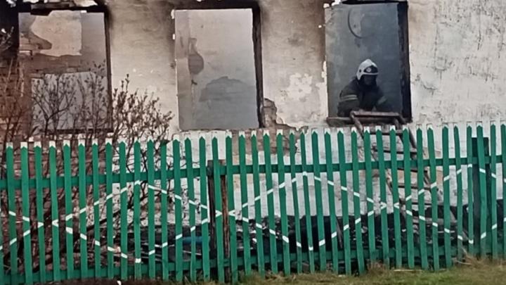 Власти пообещали жителям сгоревшей деревни Каракуль построить новые дома