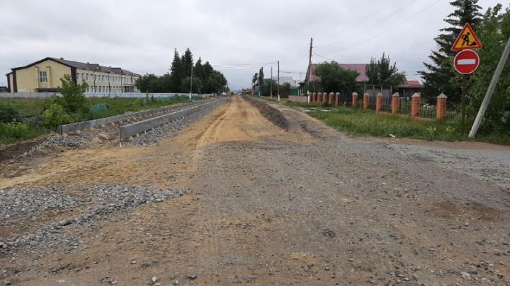 «Нас пугает это равнодушие». Жители тюменского поселка ждут асфальтирования дороги уже 10 лет