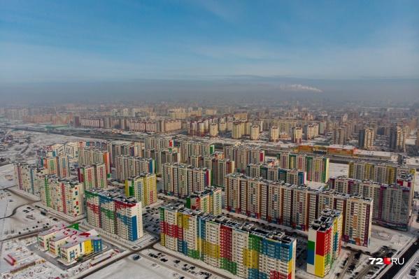 От разноцветных фасадов домов в восточной части города пестрит в глазах