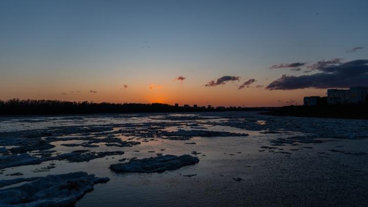 Спасатели сняли со льдины на Иртыше женщину. Омичка не помнила, как оказалась в реке