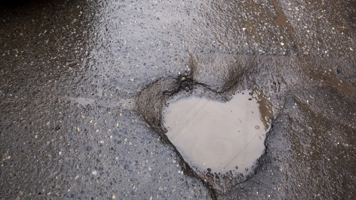 «Весь день чертыхался»: ярославцы не поверили в слова мэра про ремонт ям в городе