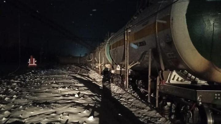 Восемь вагонов сошли с рельсов из-за неаккуратного водителя вНижегородской области