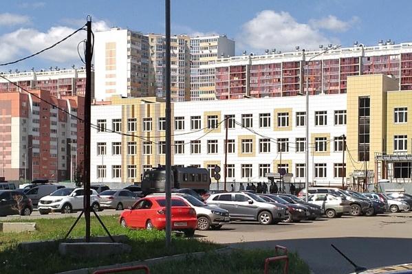 Жители «Академа» надеялись, что с 1 сентября их дети пойдут в новую школу, но сроки сдачи объекта, судя по всему, сдвинули