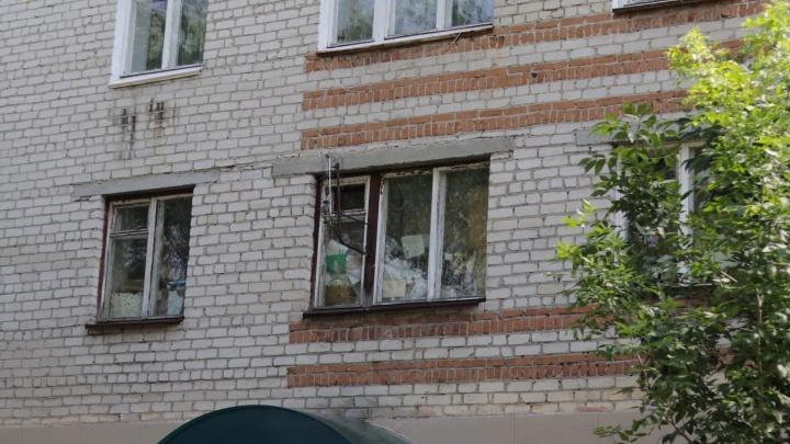 Пенсионер из Заводоуковска устроил помойку в четырехкомнатной квартире — теперь весь дом кишит тараканами
