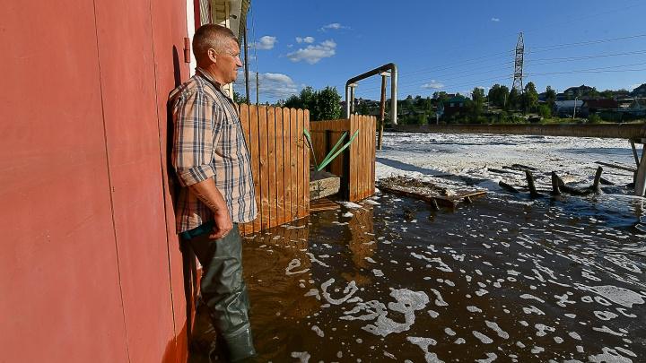 Ущерб на 1,5–2 миллиона, а государство платит 10 тысяч. Как спасались от наводнения жители двух уральских городов