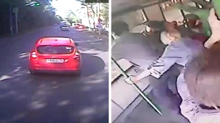 Ford vs троллейбус: в Екатеринбурге разгорелись споры вокруг странного ДТП