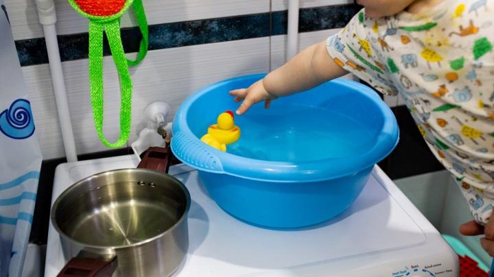 В Копейске на мать ребенка, утонувшего в ванне, завели уголовное дело