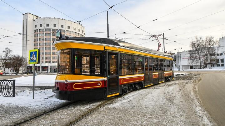 Екатеринбургский ретротрамвай с деревянными лавками и кожаными ремнями продадут в Нижний Новгород