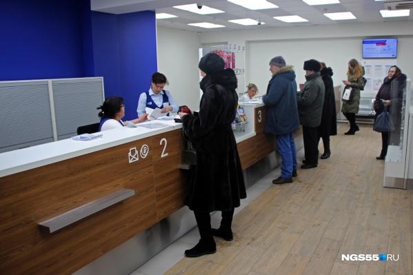В выходные ходить на почту удобнее частным лицам, а в будние дни ее услугами часто пользуются представители компаний
