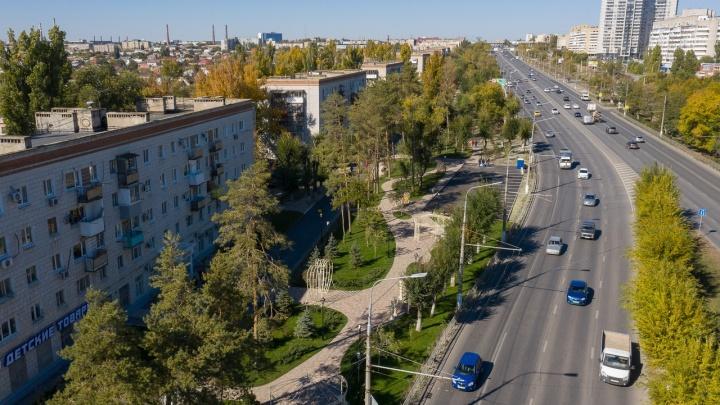 Там чуть-чуть, там чуть-чуть и сбоку бантик: смотрим, что за полгода сделали с проспектом Жукова в Волгограде