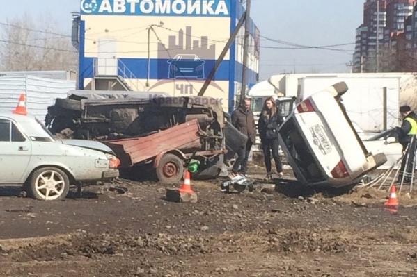 Авария произошла на перекрестке Светлогорской и Комсомольского