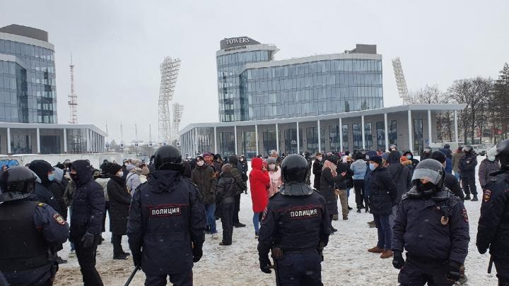 Полиция оцепила центр Ярославля из-за митингующих. Первые кадры с акции