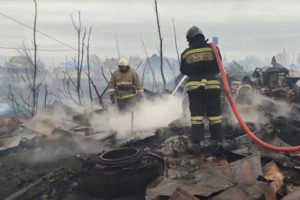 Огонь на пилораме локализовали к четырем часам дня