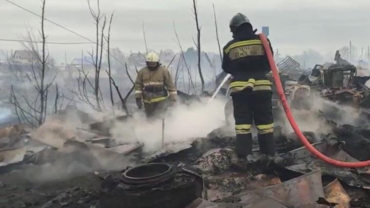 В районе Чайковского крупный лесной пожар: огонь перекинулся на пилораму