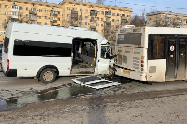 Пятерым пассажирам маршрутки потребовалась помощь