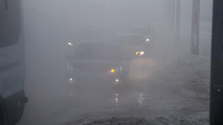 Густой туман накрыл дороги Волгограда