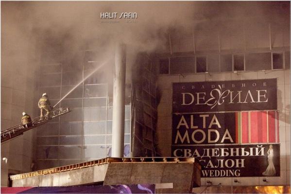 При пожаре погибла 11-классница и работник торгового центра. Оба отравились угарным газом