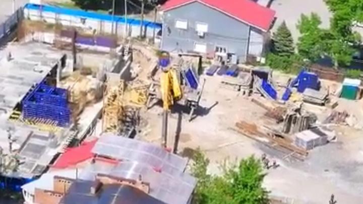 В Ростове на Клубной рухнул автокран. Поврежден газопровод