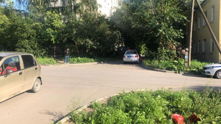 В Екатеринбурге водитель Daewoo Matiz сбил ребенка, выехавшего на дорогу на велосипеде